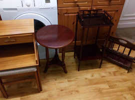 Five furniture bodies. It is offered for free.