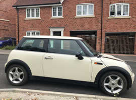 Mini Cooper 1.6 one lady owner since 2010 mot and full service history