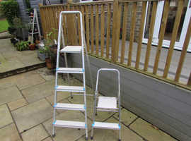 Two sets of Beldray lightweight aluminium stepladders both with 95KG weight bearing