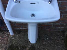 Lovely Bathroom Sink , Pedestal & Taps in White