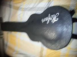 Lefthanded Hofner contemporary series guitar