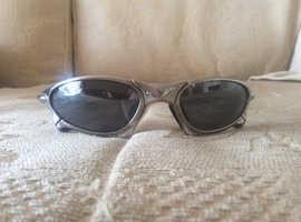 Oakley ultra light metal framed sports sunglasses