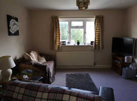 Lovely bright flat in Dursley, balcony and off road parking, ALL BILLS and CT included, modern amenities and fully furnished, bills included