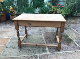 Pine table ideal for upcycling