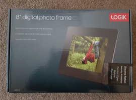 "LOGIK L08DPF16 8"" Digital Photo Frame"