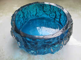 BLUE ART GLASS BARK EFFECT BOWL DISH 5 INS DIAMETER X 2 22X5CMS NO CHIPS, CRACKS