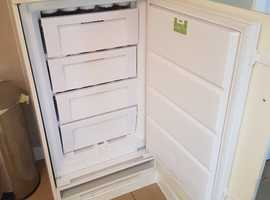 Whirlpool integrated fridge and freezer