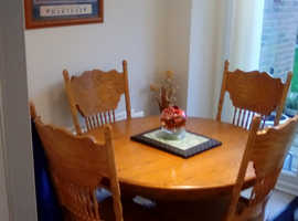 Round solid wooden table with 4chairs