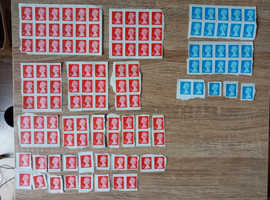 92 x 1st class stamps plus 25 x 2nd class stamps. NEW AND UNUSED