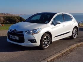 Citroen DS4, 2011 (11) White Hatchback, Manual Diesel, 77,000 miles, manufacturer pearlescent paint