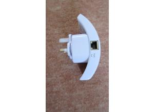 Universal Wireless Wi-Fi Repeater (Dual 110/220 voltage )