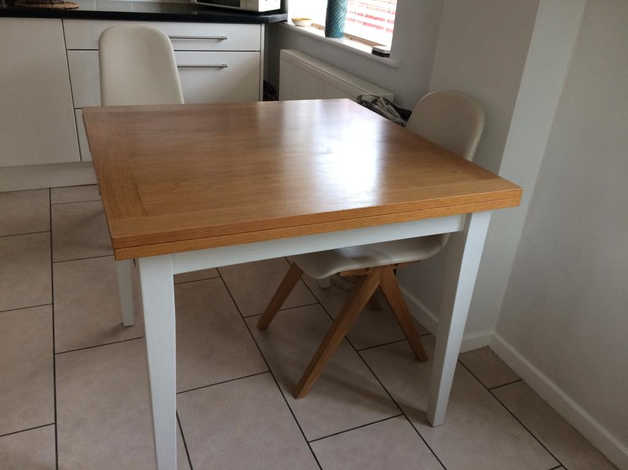 Kitchen table good condition in Worksop