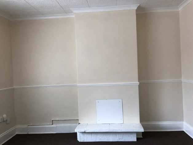 2 bedrooms flat above a shop in grimsby, lincolnshire freeads