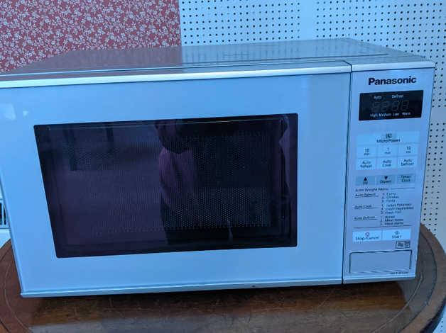 Panasonic microwave oven NN-E271WM series 800W in Millbrook