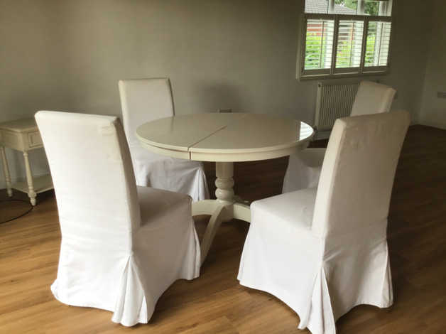 Extendable dining table & 4 chairs – Available again due to previous buyer not collecting! in York