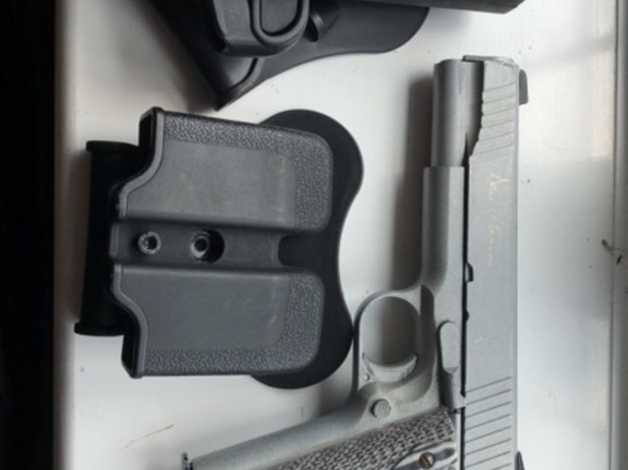 Airsoft 6mm dan Wesson 1911 holster and mag holster in Swadlincote