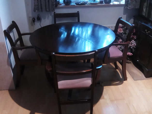 Free dining table Round extends to Oval with 6 chairs (4 with arms) in Sittingbourne