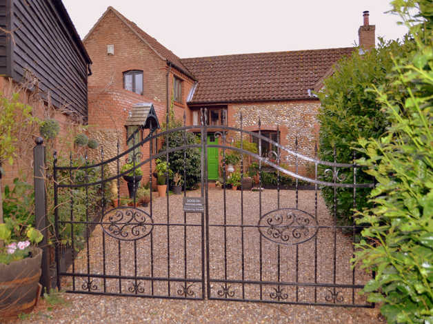 private 6 bed house, lovely garden, ample parking, annexe potential - stalham green - offers over 525,000 in norwich, norfolk freeads