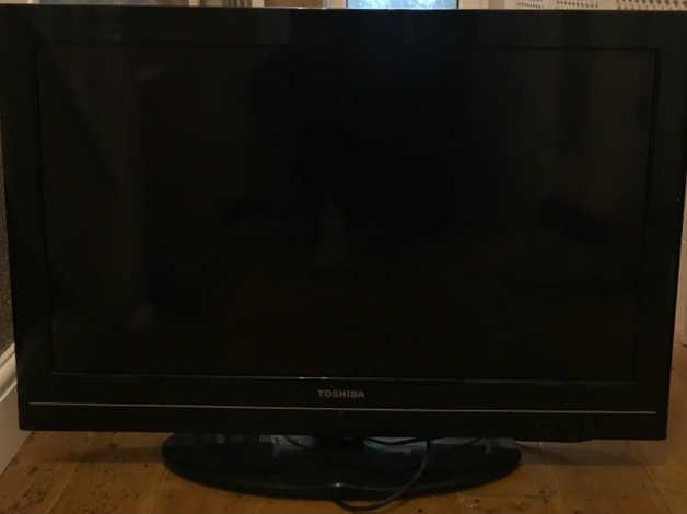 32 inch flat screen Toshiba TV FREE in Redditch